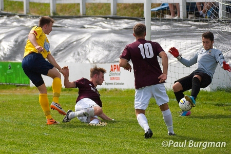 09/08/2014 Farnham Town v Guildford City FC City's BRUCE MCPHAIL shot saved Pic Paul Burgman