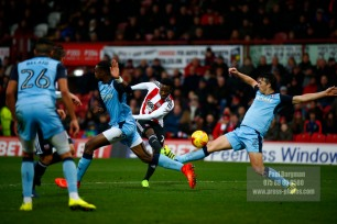 25/02/2017. Brentford FC v Rotherham United. Florian JOZEFZOON shoots