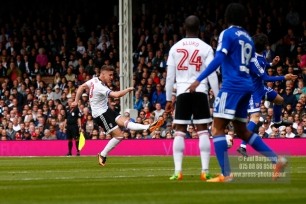 29/04/2017. Fulham v Brentford. Fulham's Tom CAIRNEY shoots