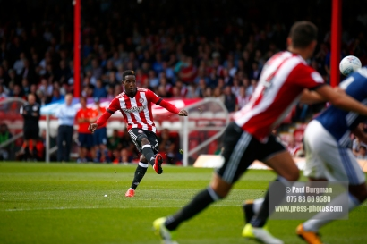 12/08/2017 Brentford v Nottingham Forest at Griffin Park. BrentfordÕs Florian JOZEFZOON shoots