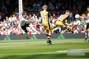 19/08/2017 Fulham v Sheffield Wednesday. Fulham's Stefan JOHANSEN shoots