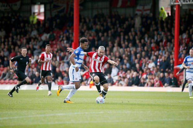 16/09/2017. Brentford FC v Reading FC. Action from SkyBet Championship Match at Griffin Park. Brentford's Neal MAUPAY