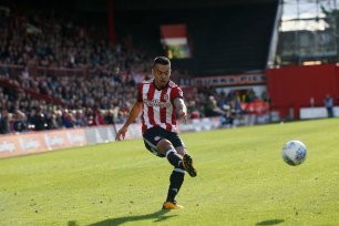 16/09/2017. Brentford FC v Reading FC. Action from SkyBet Championship Match at Griffin Park. Brentford's Nico YENNARIS