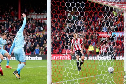21/10/2017. Brentford v AFC Sunderland. Action from the Sky Bet Championship. Brentford's Nico YENNARIS scores a tap in