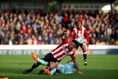 21/10/2017. Brentford v AFC Sunderland. Action from the Sky Bet Championship. Brentford's Nico YENNARIS fouled