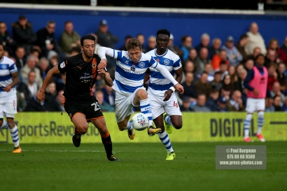 28/10/2017. Queens Park Rangers v Wolverhampton Wanderers. Match action from the Sky Bet Championship. QPRÕs Luke FREEMAN & QPRÕs Idrissa SYLLA