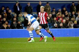 27/11/2017. QPR v Brentford. Action from the SkyBet Championship. Brentford's Sergi CANOS & QPRÕs Jake BIDWELL