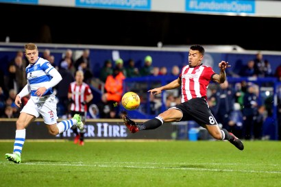 27/11/2017. QPR v Brentford. Action from the SkyBet Championship. Brentford's Nico YENNARIS shoots
